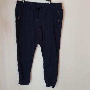 Cargo style stretchy Gap Capris